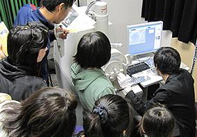 電子顕微鏡見学の様子